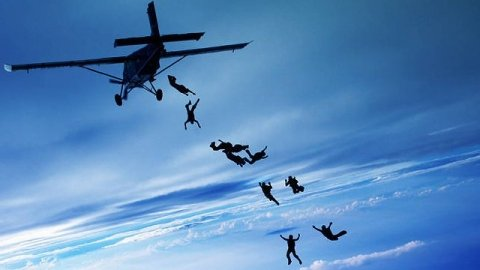 Dropzone: Skydiving Clubs